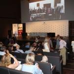 Encuentro Anual Alumni - USAL en Madrid. Llegada de los asistentes al acto en CaixaForum.