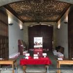 Entrega de documentación en el Edificio Histórico durante los Encuentro de Titanio, Oro y Diamante